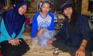 Saya, Kang Yoyo dan istrinya