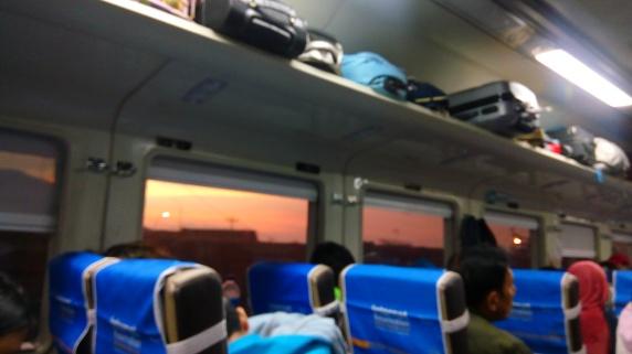 Gunung Slamet di kereta.jpg